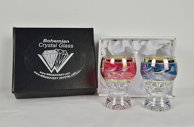Decorative crystal glasses for whisky