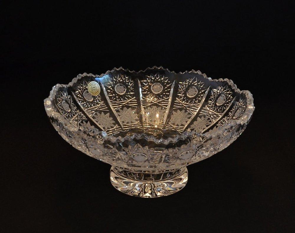 Richly cut crystal bowl