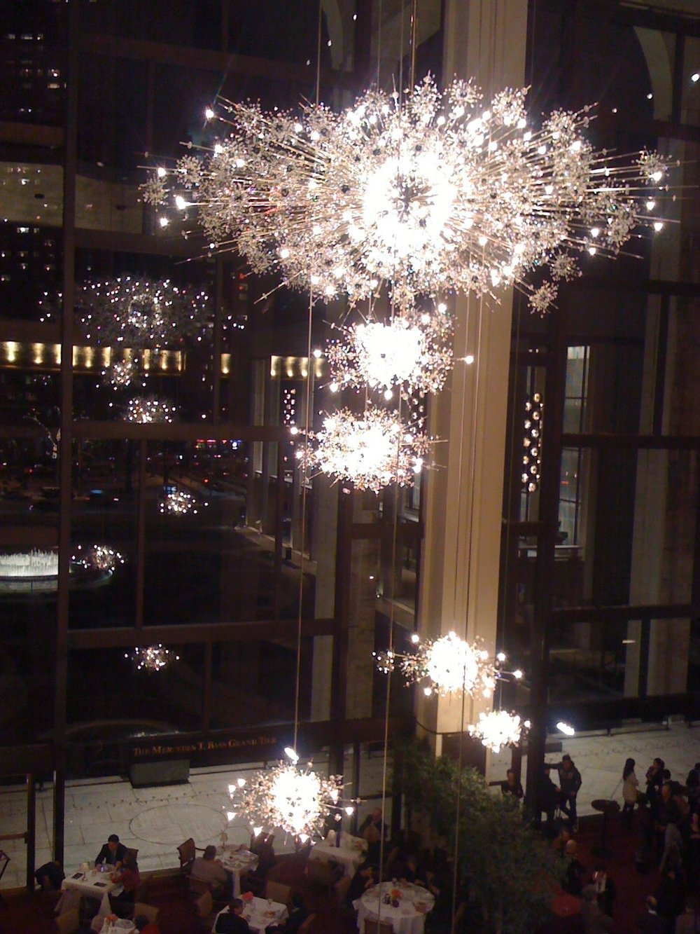 metropolitan_opera_chandelier_2-min.jpg