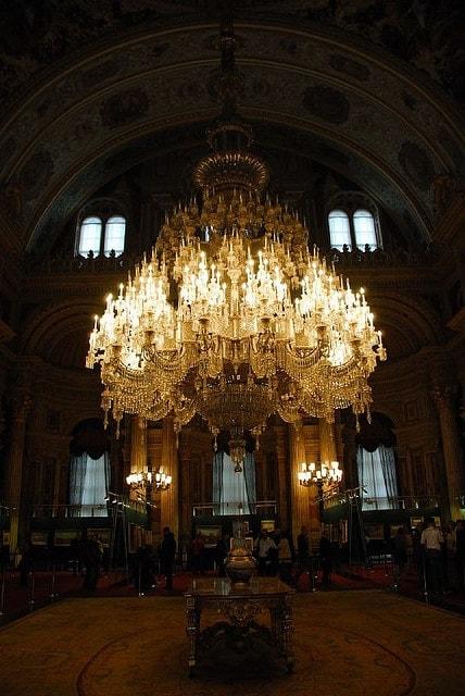 dolmabahce_chandelier-min.jpg