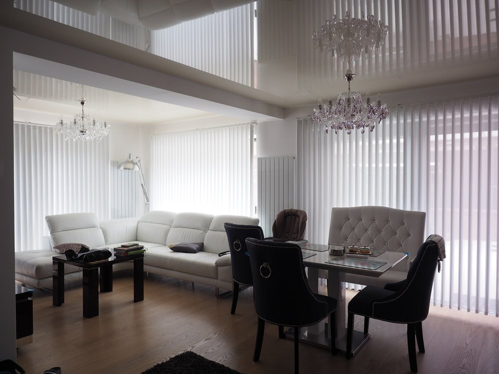 wranovsky_crystal_chandeliers_modern_villa_7.JPG