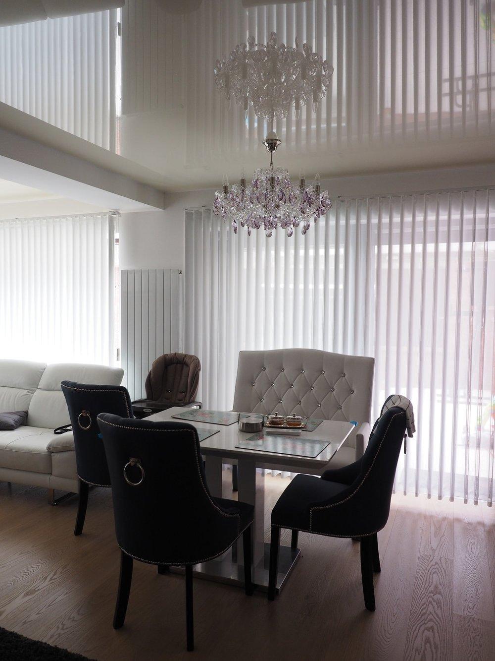 wranovsky_crystal_chandeliers_modern_villa_8.JPG