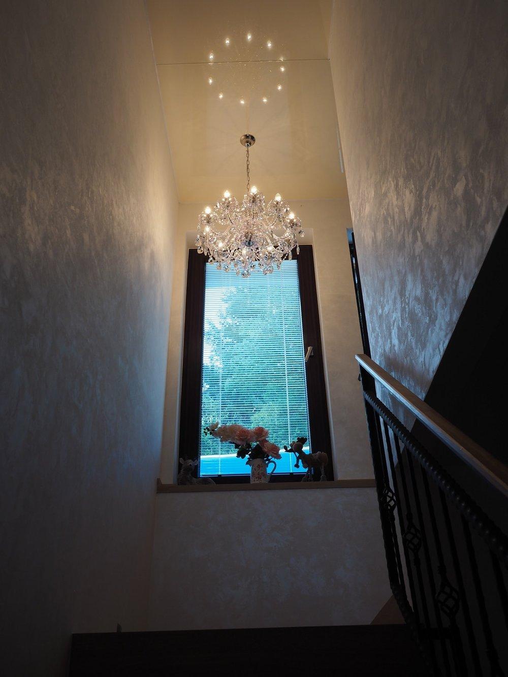 wranovsky_crystal_chandeliers_modern_villa_5.JPG
