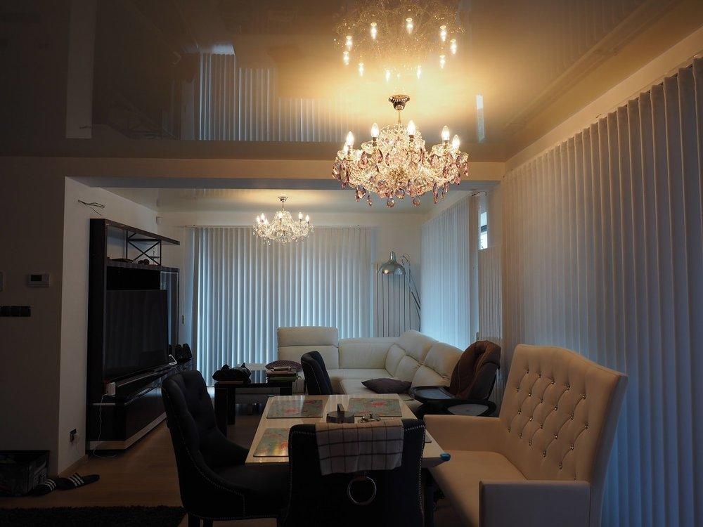 wranovsky_crystal_chandeliers_modern_villa_1.JPG