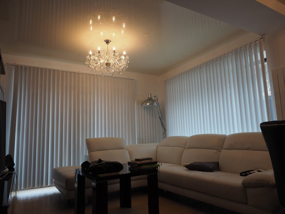 wranovsky_crystal_chandeliers_modern_villa_2.JPG