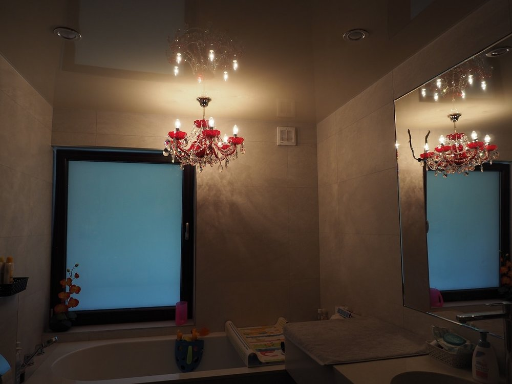 wranovsky_crystal_chandeliers_modern_villa_6.JPG