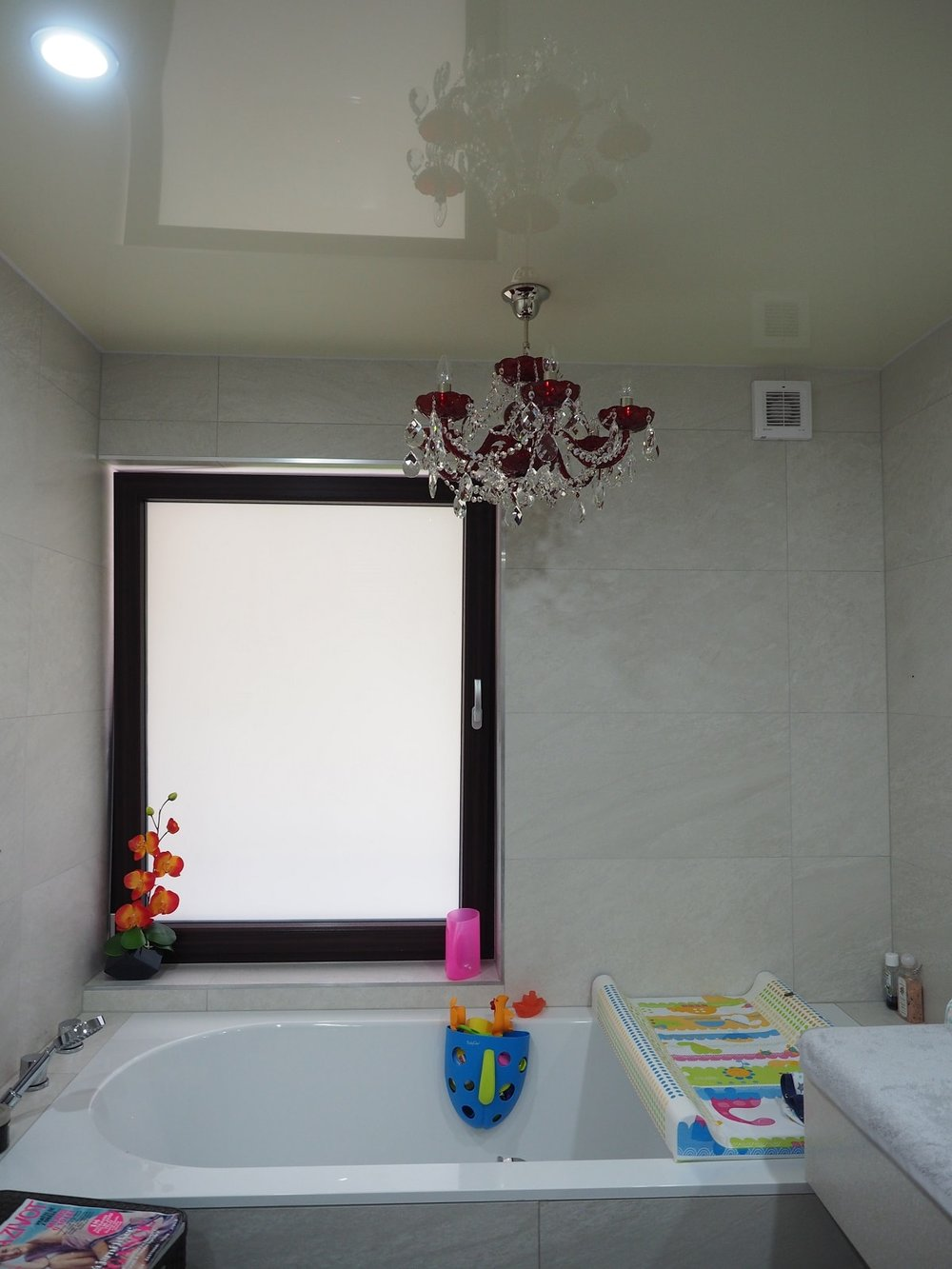 wranovsky_crystal_chandeliers_modern_villa_10.JPG