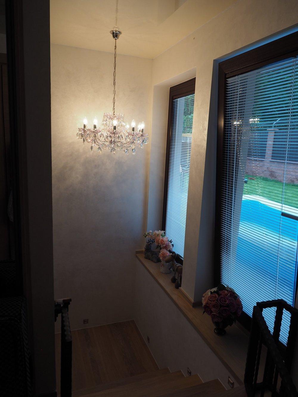 wranovsky_crystal_chandeliers_modern_villa_12.JPG