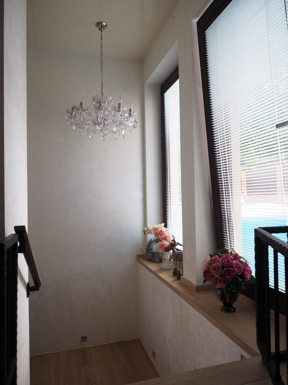 wranovsky_crystal_chandeliers_modern_villa_11.JPG