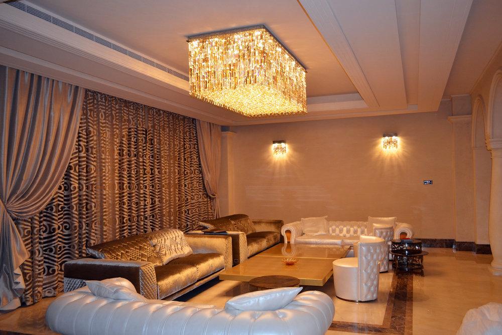 wranovsky-crystal-chandelier-villa-dubai.jpg