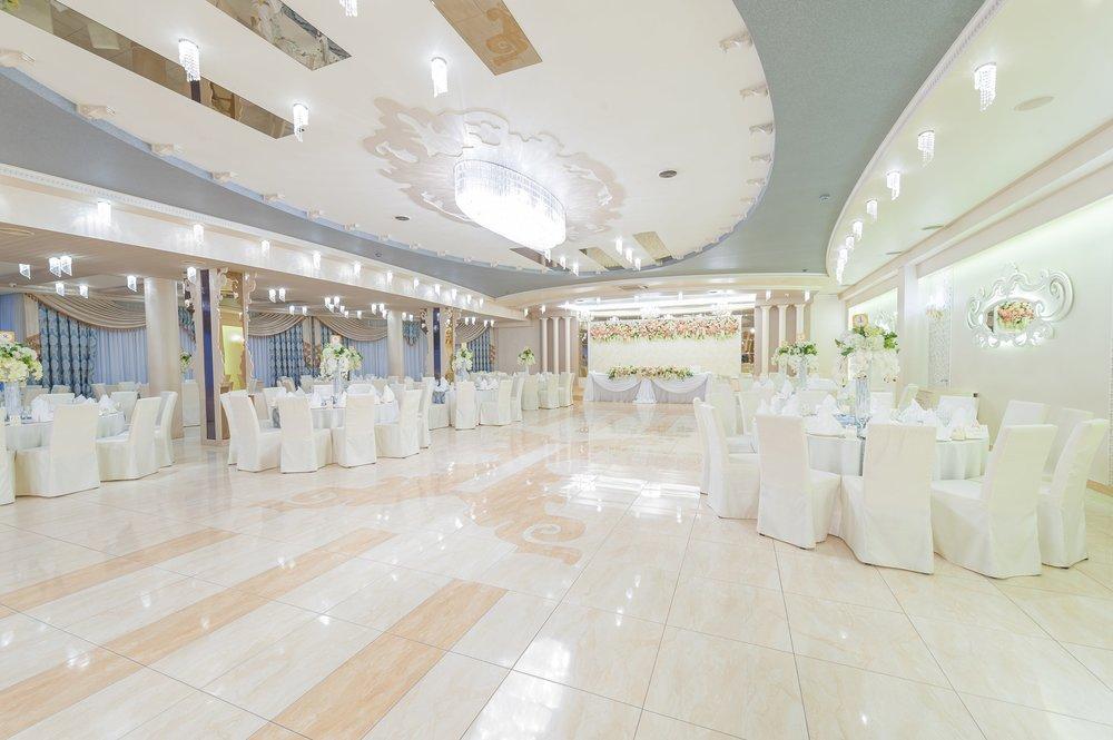 perla-hall-wranovsky-crystal-chandelier-2.jpg