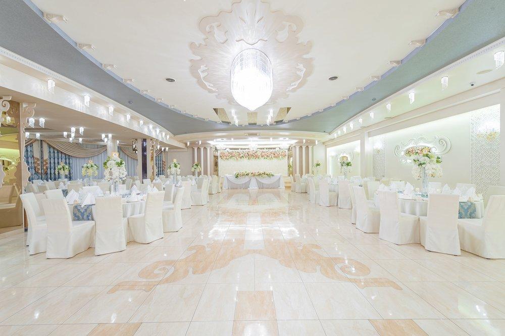 perla-hall-wranovsky-crystal-chandelier-1.jpg