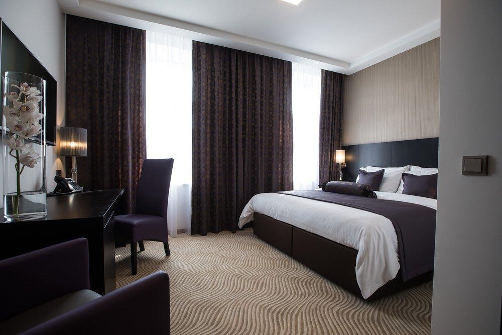 myo-hotel-wenceslas-prague-wranovsky-crystal-chandeliers-5.jpg