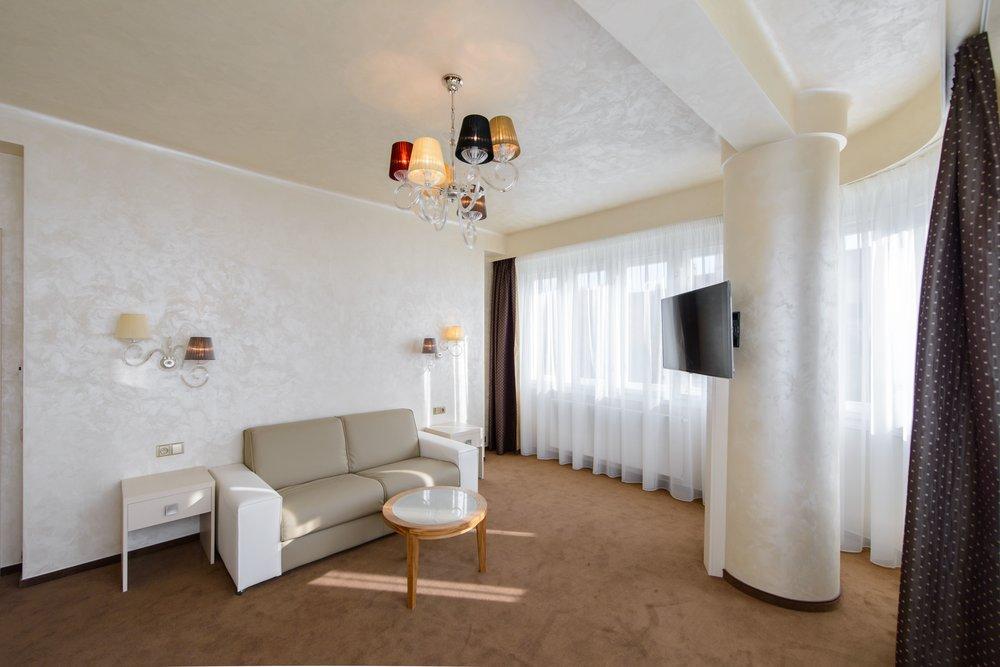 hotel-mysterius-wranovsky-crystal-chandeliers-4.JPG