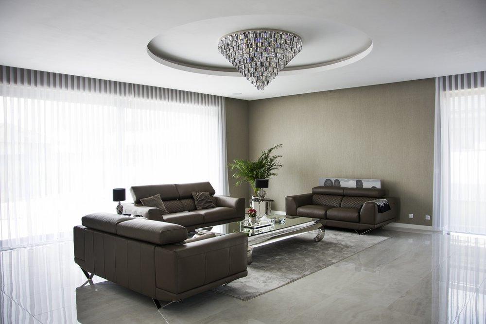 villa-prague-wranovsky-crystal-chandeliers-1.jpg