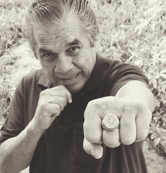 Prize Fighter Armando Muńiz jabs, showing me his WBC Hall of Fame ring. Photo: Laurie Lyon @lclyon @justplainfamous @boxingnewsonline @boxingway @rubencastillo8506 #september16 #CaneloGGG #rubencastillo @mandotheman68