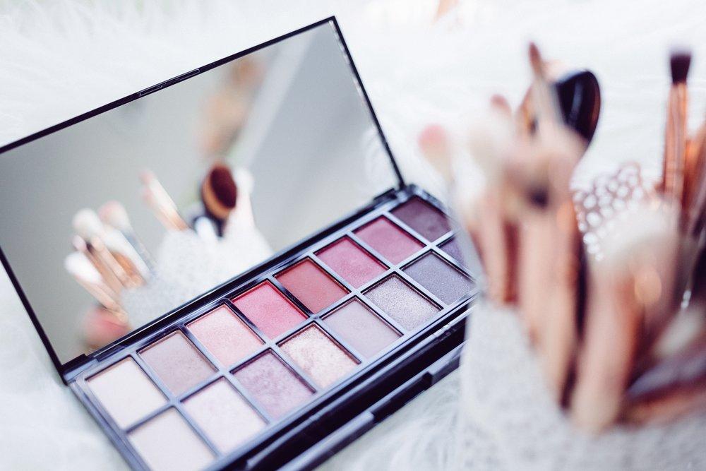 makeup flatlay misscamco