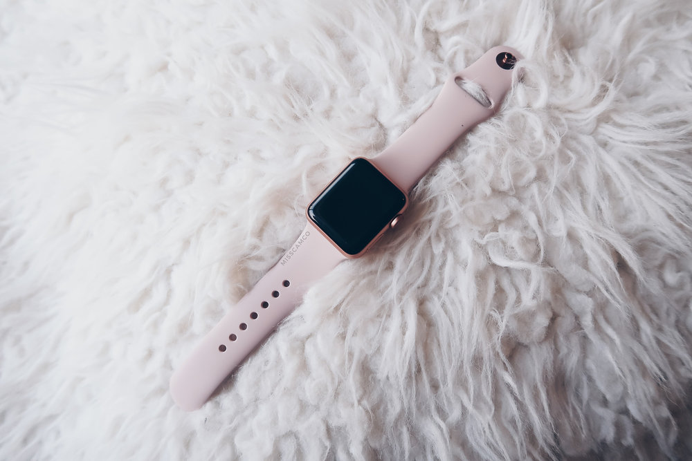 Apple Watch Series 3 misscamco pink sand