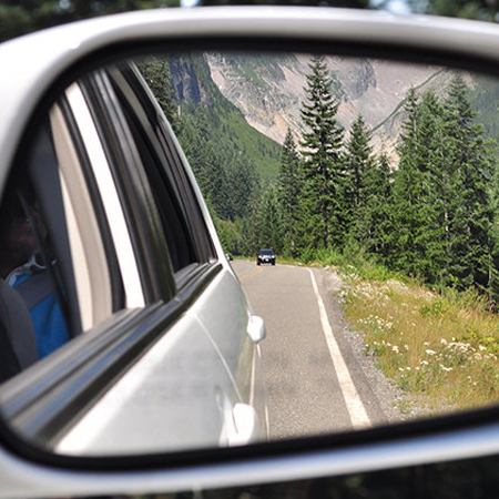Rear_view_mirror_view_in_Mt._Rainier_National_Park_driving_to_Longmire.jpg