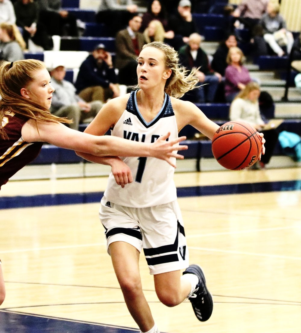 KINDYLL WETTA  is a sophomore in high school from Colorado and has played sports her entire life. She enjoys snowboarding and paddle boarding. Despite the devastating injury, she is not letting that stop her from her dream of playing Division 1 basketball in college.