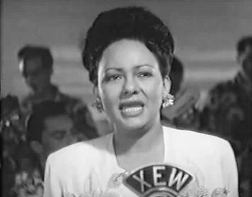 Toña_la_Negra_singing_in_the_film_María_Eugenia.jpg