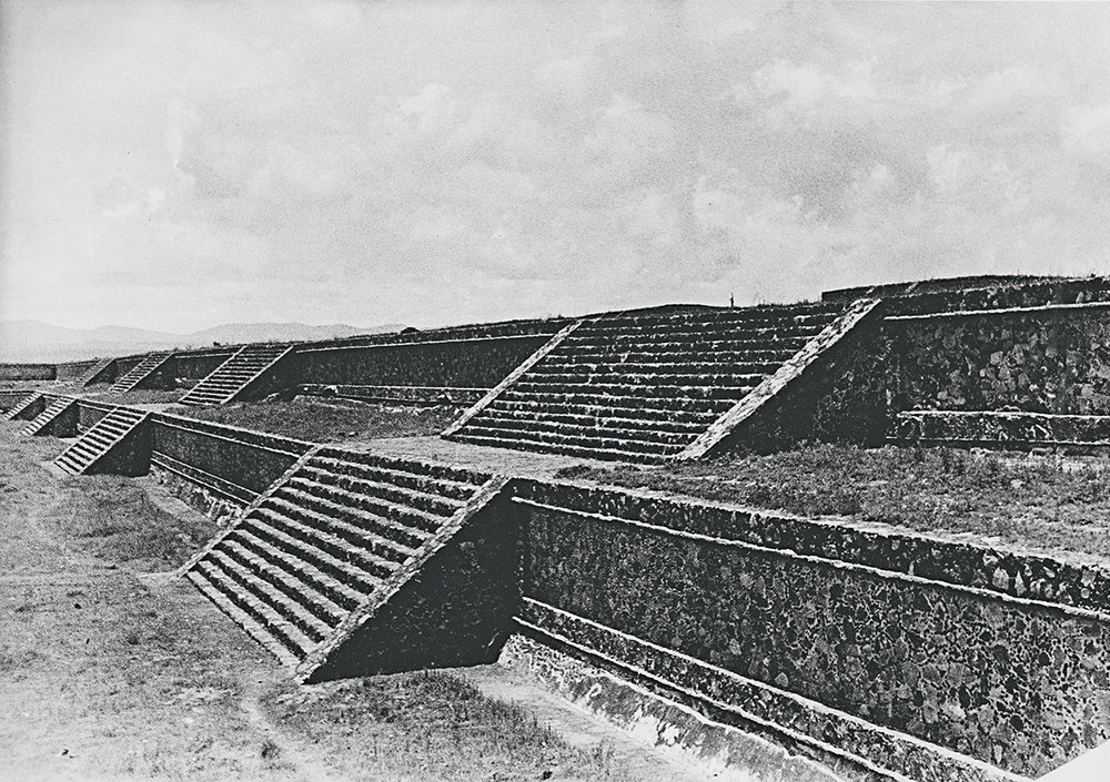 Walls-around-the-patio-of-Teotihuacan-1936–37.jpg