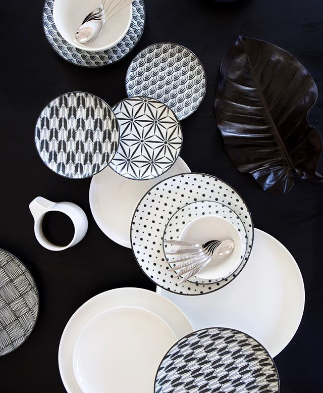 Japanese ceramics be still my heart 🖤 Simple display featuring @noritakeaus 'Komon' and 'Marc Newson' ceramics - Created by me for @pretty.squares