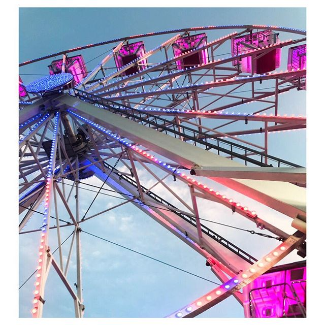 c a r n i v a l 🍭 with the kids.... #carnival #ferriswheel #youngatheart