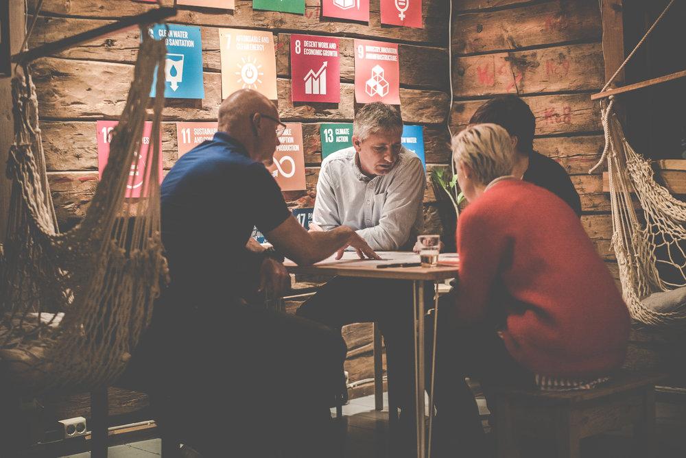 Impact Challenge er et innovasjonsprogram med mål om å generere nye, realiserbare løsninger på presserende samfunnsutfordringer. - Med innovasjonsmetodikk, forretningsutvikling og designtenkning som verktøy arbeider vi frem nye løsninger i samarbeid med dem som kjenner utfordringene aller best. Les mer om programmet her.