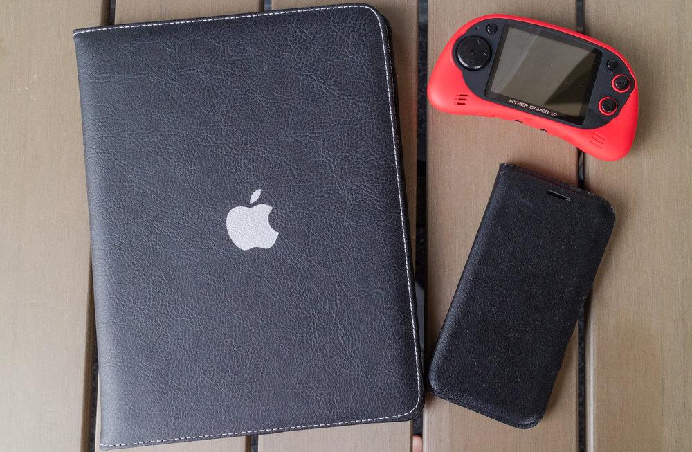 iPad, kännykkä, pelikonsoli... Mikä tahansa elektroniikka kelpaa viihdykkeeksi.