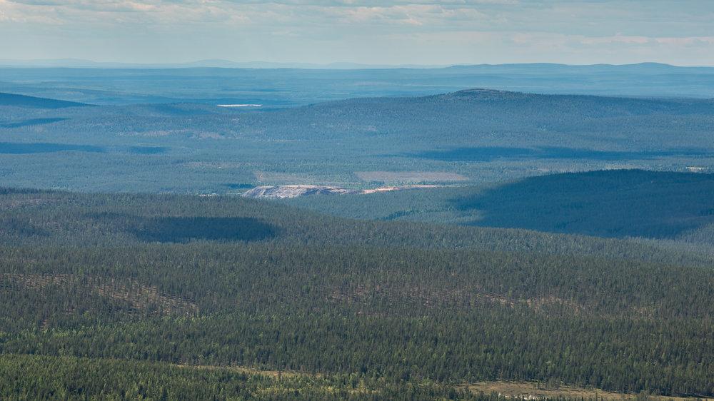 Vanha kaivosalue näkyy Yllästunturin länsipuolelta