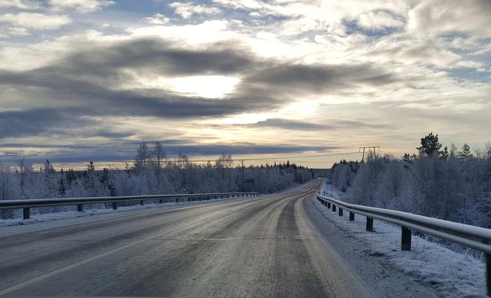 Talvinen tie, Kolari - kukkahattuaiti.com.jpg
