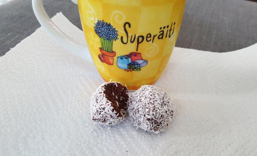 Sokeriton kookospallo, kukkahattuaiti.com.jpg