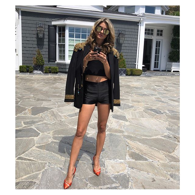 local beauty @iamrachelmccord slaying in the fw18 wave pleat short // shop now: link in bio 🖤