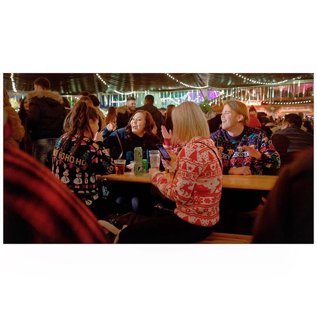 Christmas Jumpers 🎄  Winter Wonderland '18  #christmas #bavarianvillage #winterwonderland #london #fujiframez #bar #singing #christmasjumper #candid #cinematic