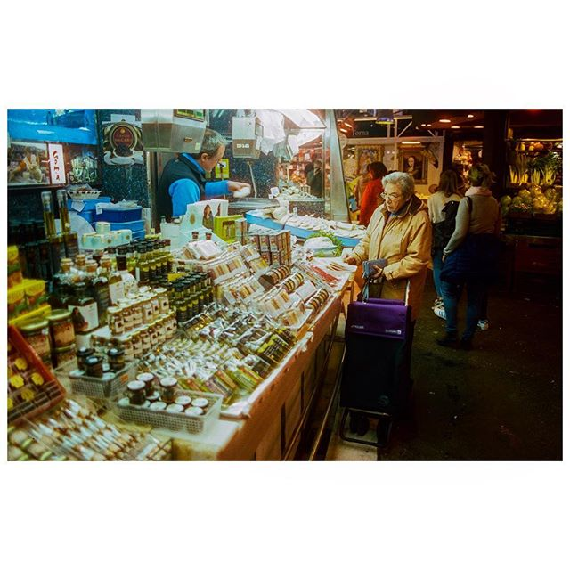 Barcelona 2018. 35mm Cinestill800 pushed one stop.  #35mm #35mmphotography #ifyouleave #barcelona #spain #moodygrams #candid #candidphotography #filmisnotdead #filmphotography #buyfilmnotpixels