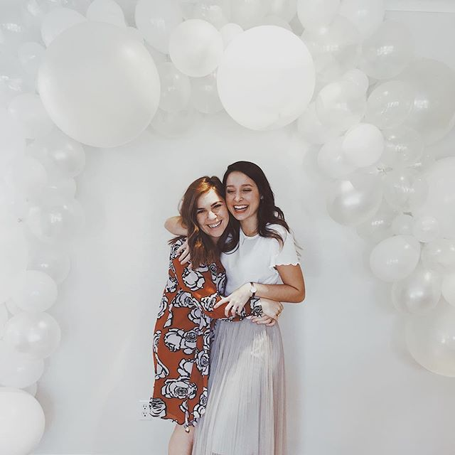 got to host and celebrate the sweetest bride to be! 💕 Abby - we all love and cherish you so much. T-ONE MONTH until you get to marry one of the best. also gonna leave this balloon installation up for a while in my living room now thanks @isaacdgarcia 💁🏻‍♀️