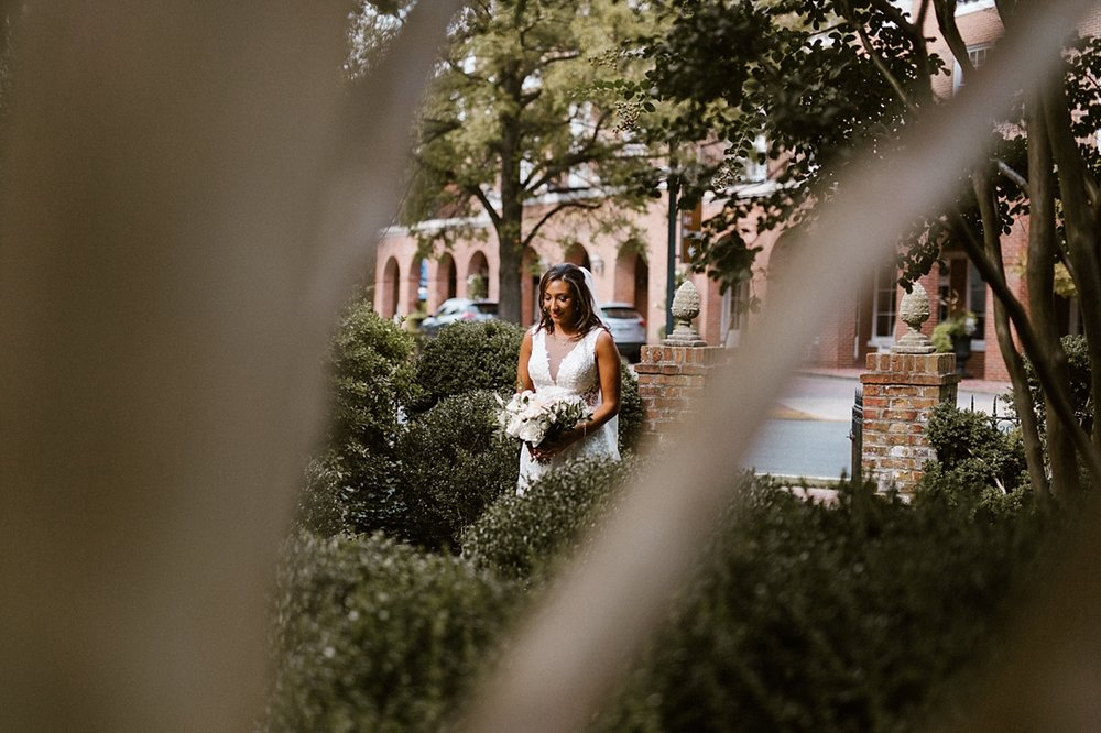 Marryland Weddings Romantic Secret Garden Wedding TIdewater Inn Victoria Selman Photography_0897.jpg