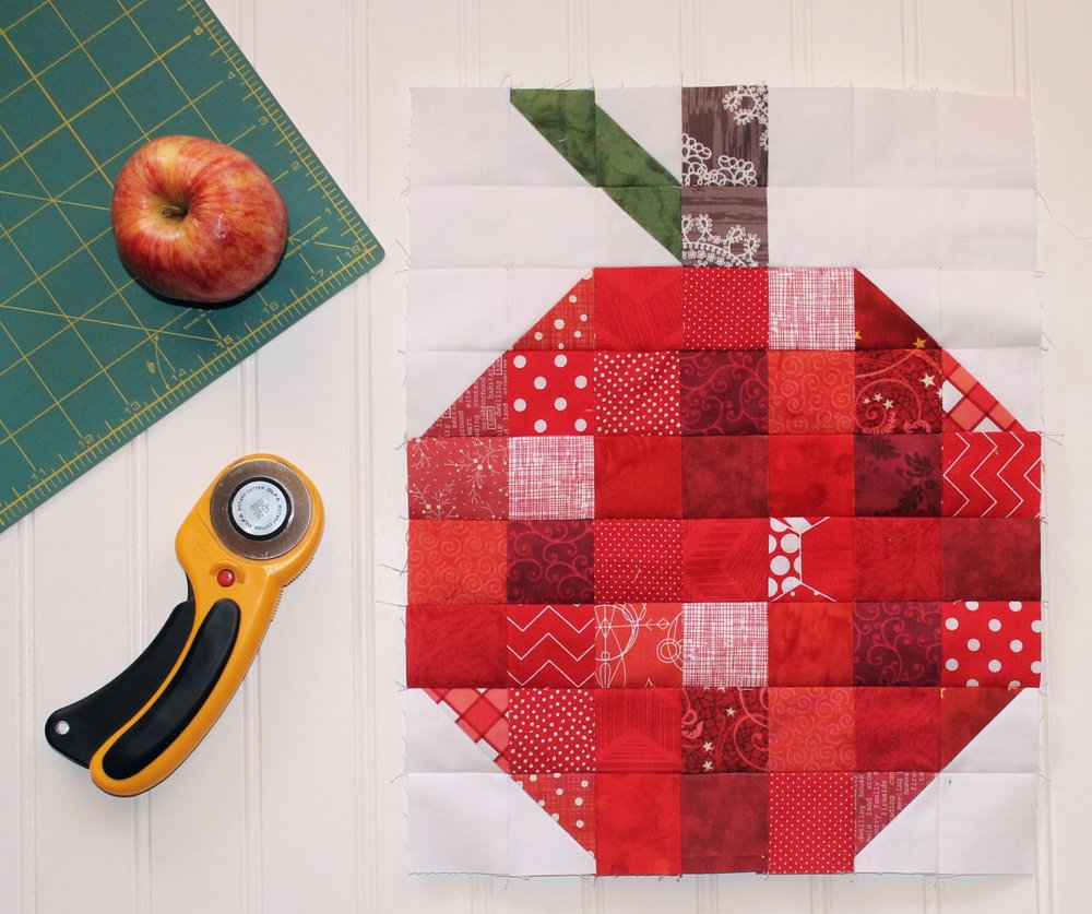 scrappy_apple_quilt_block2.jpg