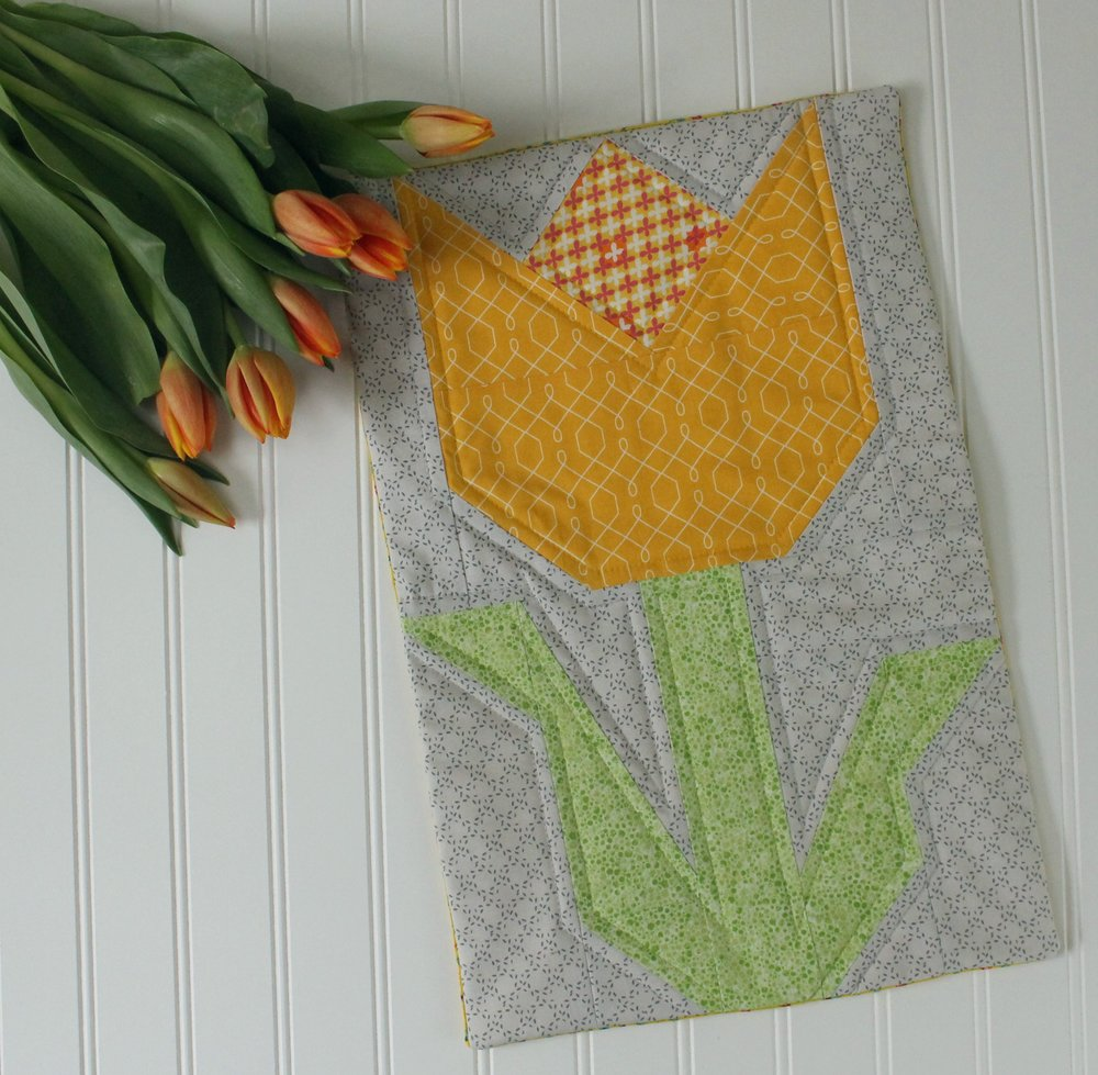 tulip quilt block pillow1.jpg