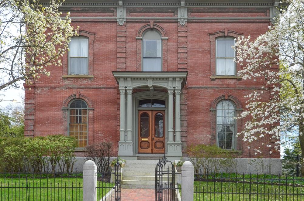 portland-me-wet-end-brick-mansion.jpg
