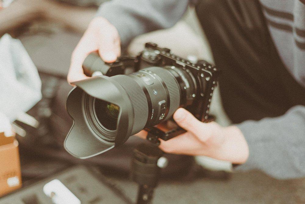 camera-camera-equipment-camera-lens-1097768.jpg
