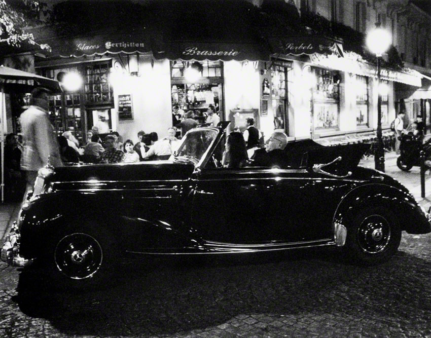 The Art of Living, la Brasserie de Île Saint-Louis.  Walking to the RER station to take a train somewhere I could test a roll of Ilford Delta 3200 film with the Eiffel Tower in the background, I came upon this Mercedes-Benz parked across from the brasserie. The owner and his friend rewarded my patience by coming out of the brasserie, driving around the intersection, and stopping to talk with a waiter.  To watch a video showing how I printed this film noir image, please   click here   .