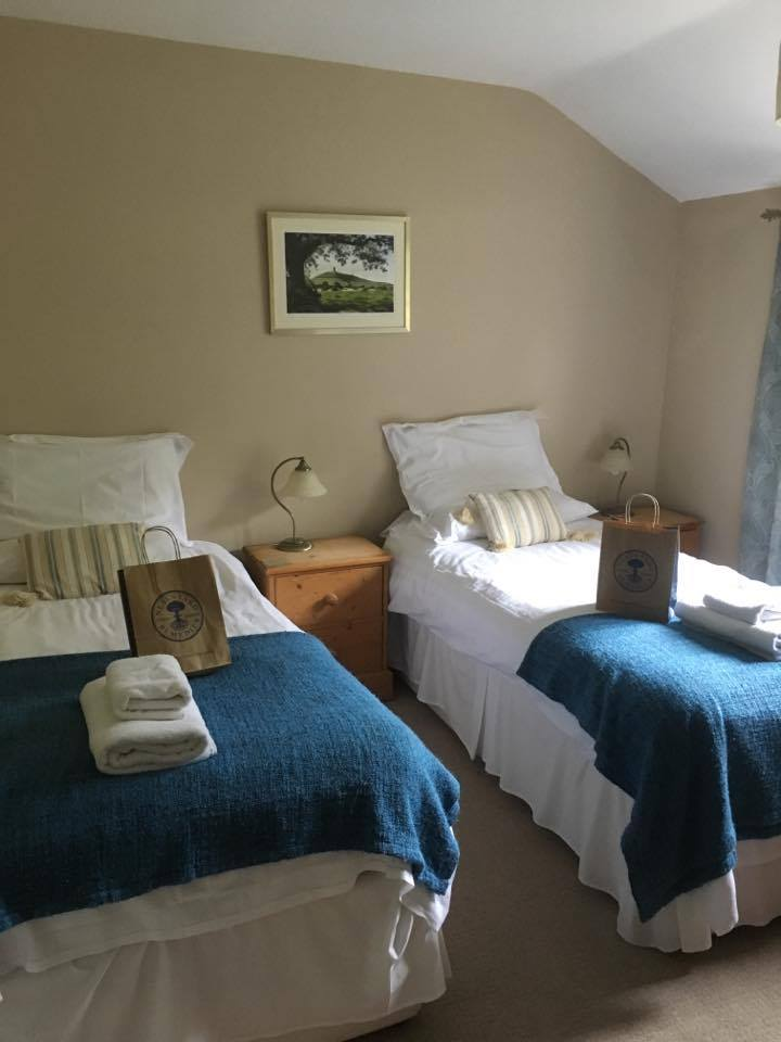 PACKAGE 1 - TWIN ROOM & SHARED BATHROOM Features: Shared Bathroom, bed linen and towels provided 6 places available