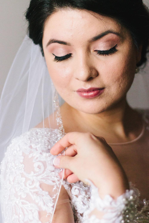 005-rempel-photography-chicago-wedding-inspiration-susan-daniel-michigan-metro-detroit-christian-church-holly-vault-cupcakes-and-kisses.jpg