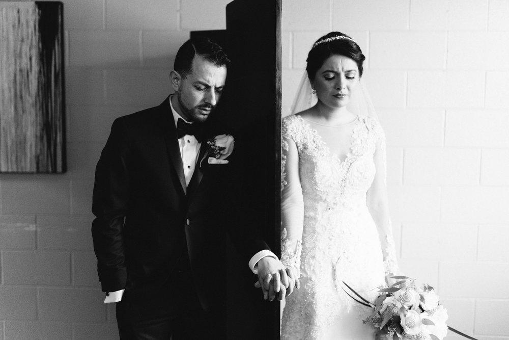 009-rempel-photography-chicago-wedding-inspiration-susan-daniel-michigan-metro-detroit-christian-church-holly-vault-cupcakes-and-kisses.jpg