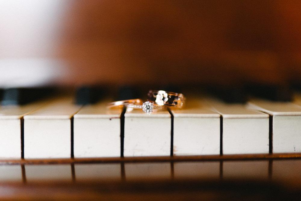 018-rempel-photography-chicago-wedding-inspiration-susan-daniel-michigan-metro-detroit-christian-church-holly-vault-cupcakes-and-kisses.jpg