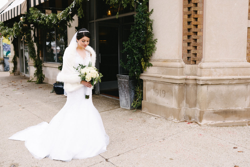 020-rempel-photography-chicago-wedding-inspiration-susan-daniel-michigan-metro-detroit-christian-church-holly-vault-cupcakes-and-kisses.jpg