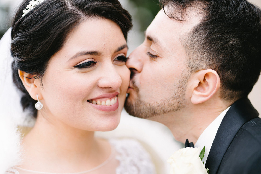 024-rempel-photography-chicago-wedding-inspiration-susan-daniel-michigan-metro-detroit-christian-church-holly-vault-cupcakes-and-kisses.jpg