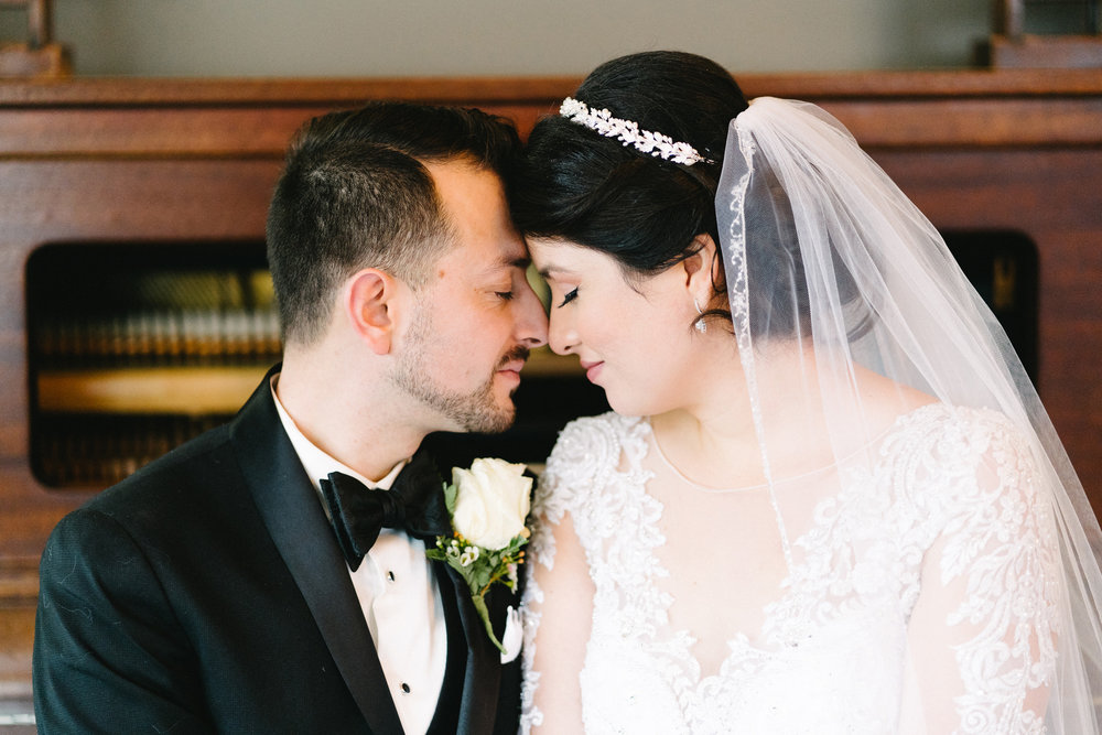 029-rempel-photography-chicago-wedding-inspiration-susan-daniel-michigan-metro-detroit-christian-church-holly-vault-cupcakes-and-kisses.jpg